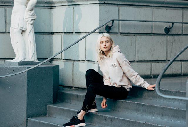 Áo hoodie và quần Jogger