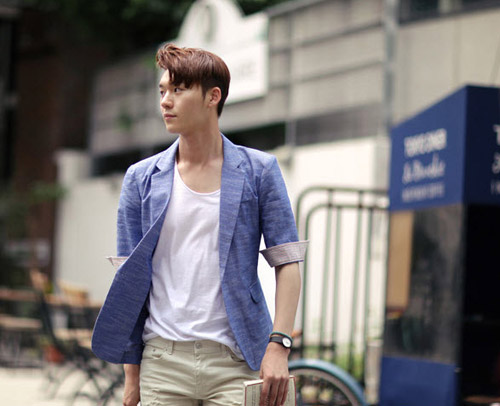 phối áo vest và quần jean