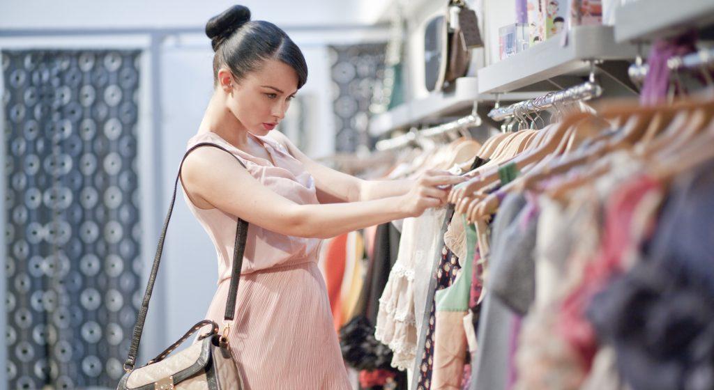 Image result for Lời khuyên cho bạn khi mua sắm quần áo